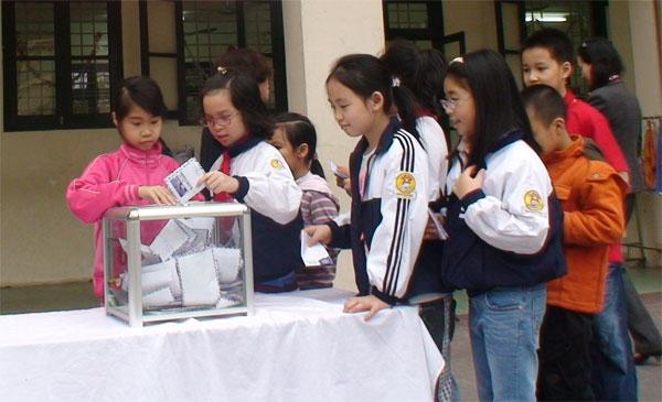 Trường Tiểu học Lý Thái Tổ quyên góp ủng hộ đồng bào miền Trung